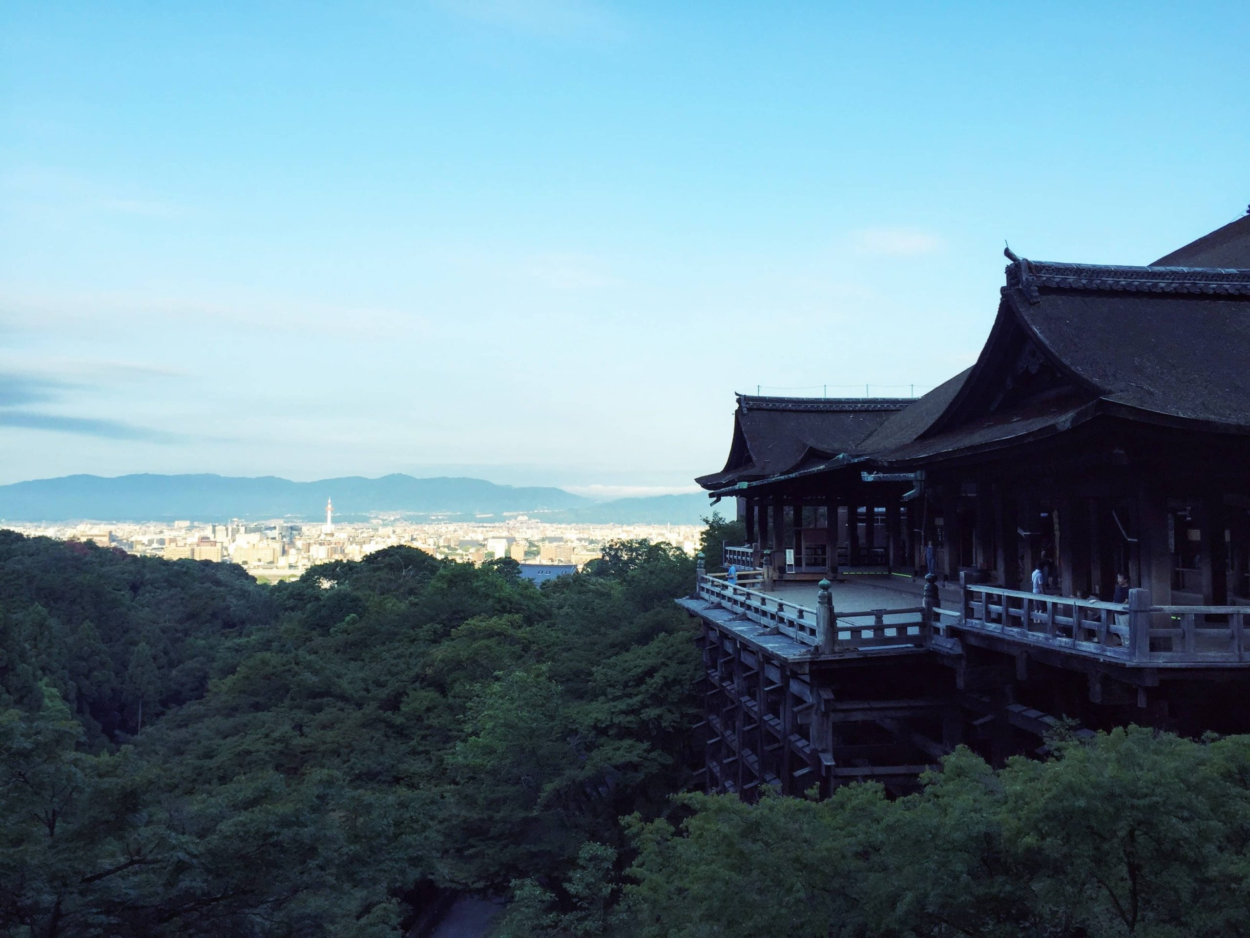 It is said that a monk name Kenshin built what would be the foundation of Kiyomizu Temple in 778, when he had a dream telling him to head towards Otowayama.
